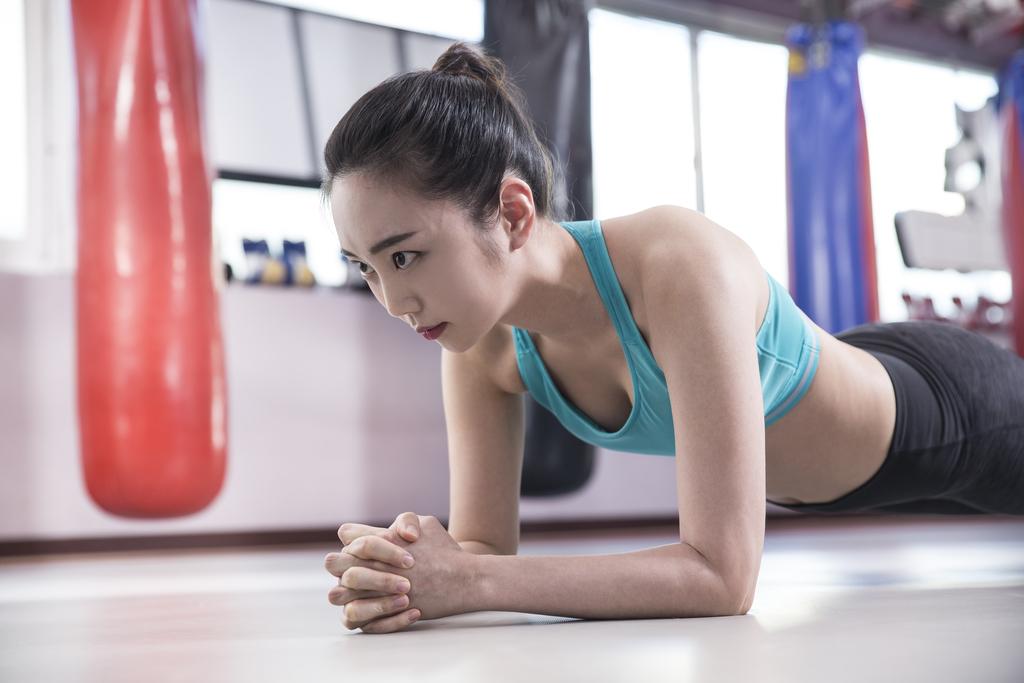 徒手健身的好处,你知道徒手健身的基本动作吗?