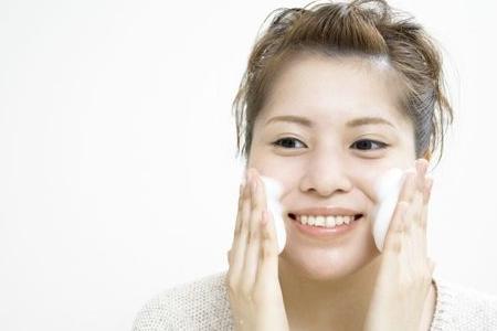 夏季出汗多应如何护肤?清洁是重点!