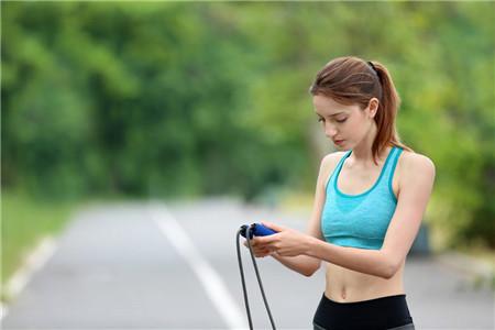 跳绳减肥很有效!5招让你跳出苗条身材