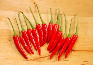 食用小辣椒要适量,吃多了危害身体