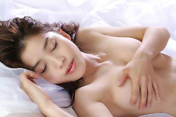 7个小动作帮你预防乳房下垂!