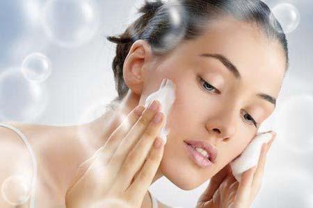 冬季皮肤最容易干燥起皮,日常护理方面你要这样调整