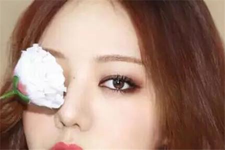 3种烟熏眼妆的画法让你拥有自然又迷离的眼神!