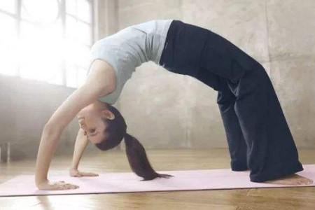 瑜伽减肥入门,这4个动作帮女人减肥美体!
