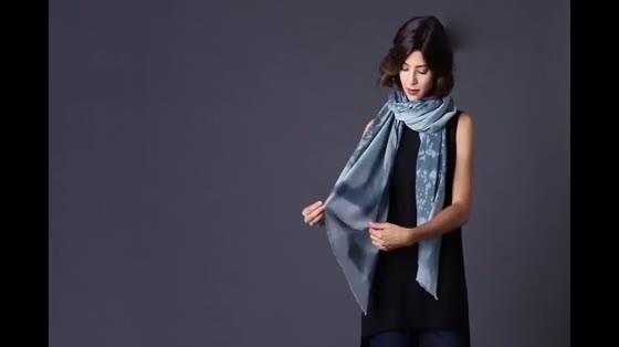 围巾百搭时尚系法,街拍达人都在用,你Get到没?