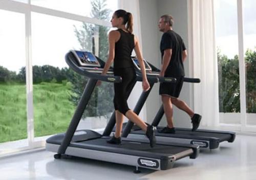 出门太麻烦,跑步机上走路能减肥吗?