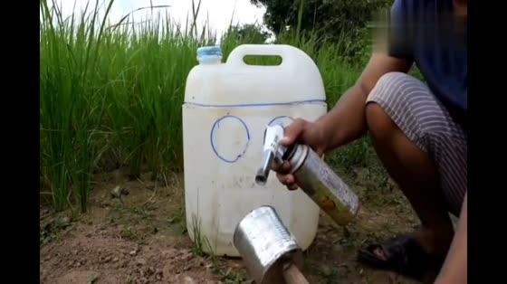 塑料桶制作成陷阱,放在户外抓鹌鹑,一抓一个准!