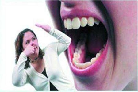 女人口臭是什么原因?怎样改善口臭?
