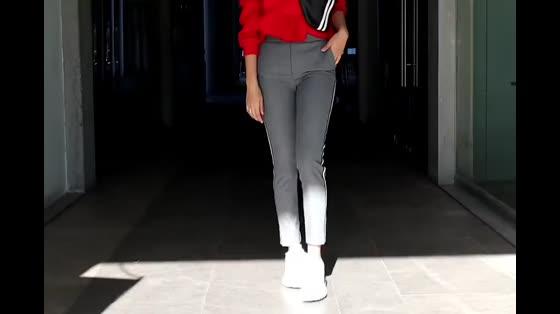红灰白的时尚经典,活力满满的一套运动风