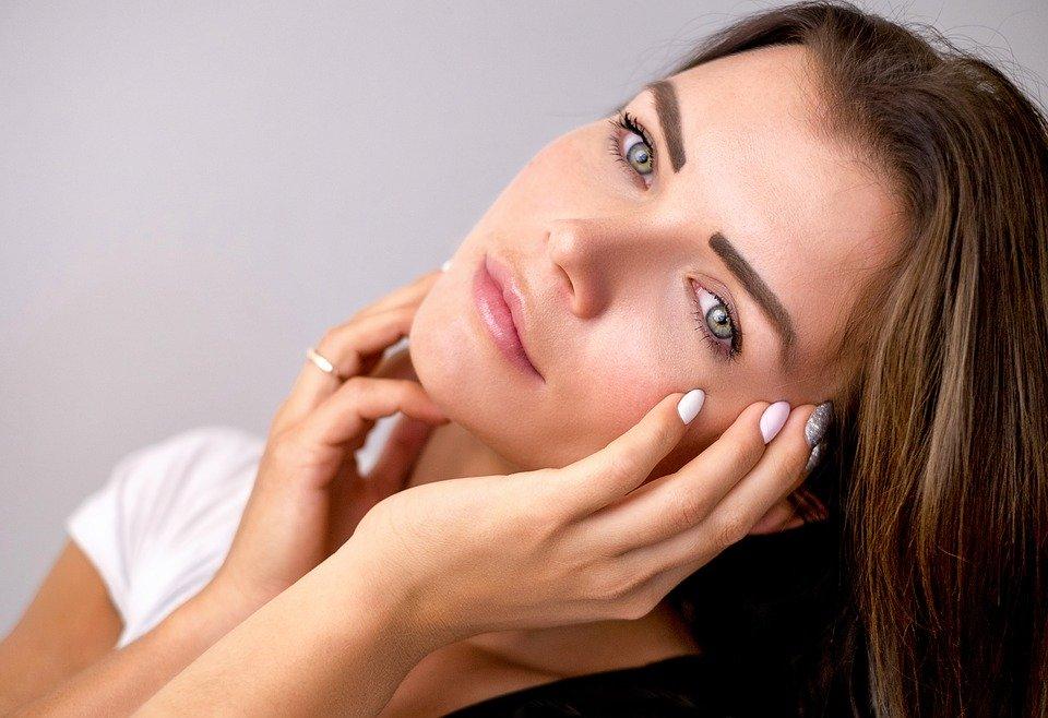 什么原因导致皮肤变黄以及如何治疗皮肤变黄?